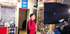 Ntv Reportage Einbruchschutz Ladenlokal Schluesseldienst Charlottenburg