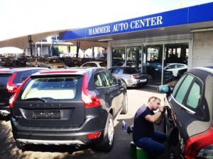 Autoöffnung im Autohaus